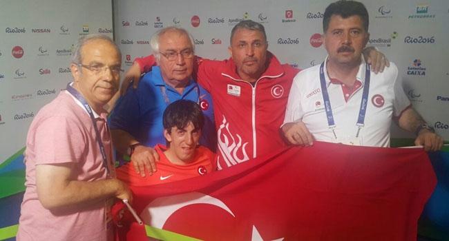 Abdullah Öztürk'ten altın madalya